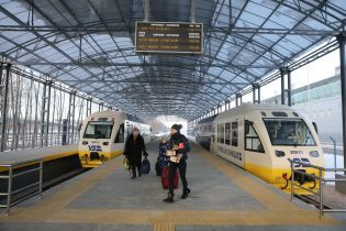 """В """"Укрзалізниці"""" відзвітували про першу тисячу рейсів експреса до Борисполя"""