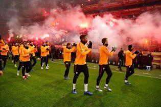 Более 40 тысяч болельщиков турецкого гранда пришли на тренировку своих футболистов