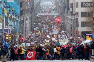 Планета у небезпеці: у Брюсселі десятки тисяч людей вийшли на марш захисту клімату