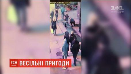 Поліція Нью-Йорка знайшла обручку, яку закохана пара загубила на площі Times Square