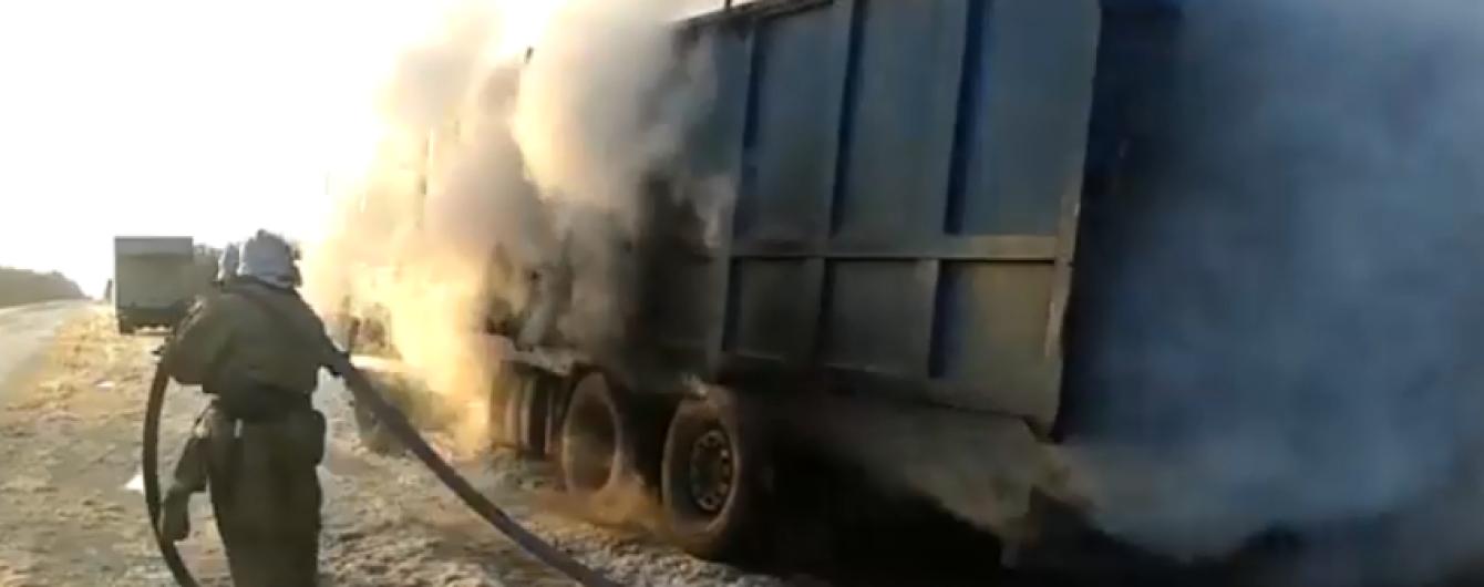В Херсонской области грузовик загорелся во время движения