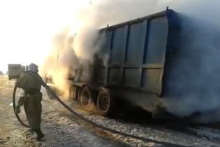 На Херсонщині вантажівка загорілась під час руху