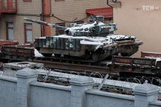 Reuters показало фото української техніки у порту Маріуполя