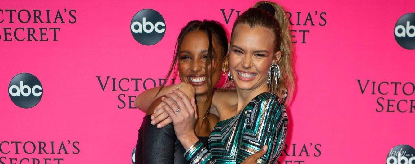 Красуні в міні: Жозефін Скривер і Жасмін Тукс на вечірці Victoria's Secret у Нью-Йорку