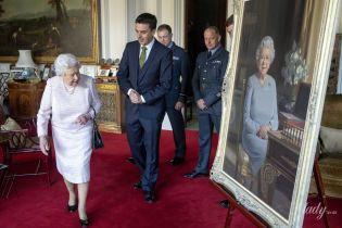 Неподражаема: 92-летняя королева Елизавета II оценила свой новый портрет