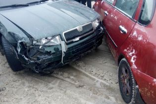 В Харькове грабители протаранили автомобили на парковке, убегая от полиции