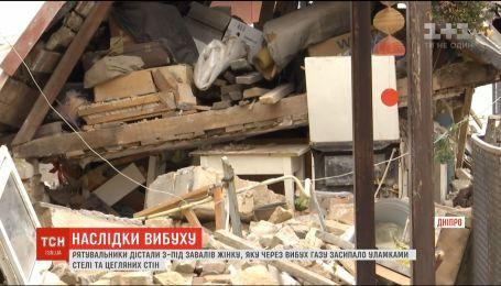 Из-под завалов спасатели достали 84-летнюю потерпевшую от взрыва в Днепре