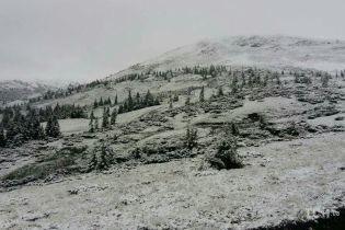 Обморожені пальці та сходження лавин: рятувальники застерегли туристів від небезпек зимових Карпат