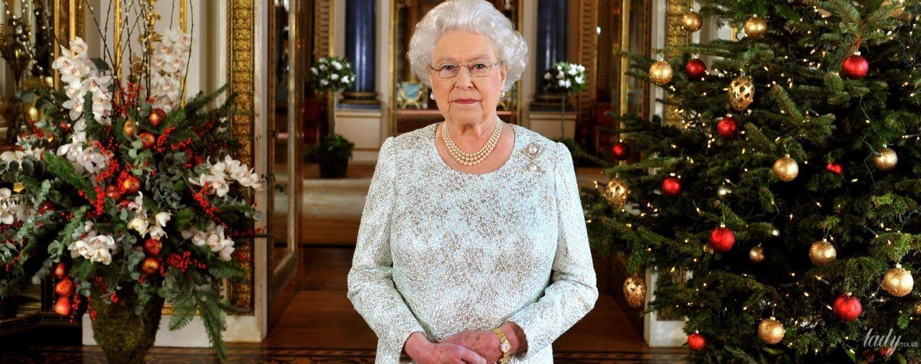 Это очень красиво: Букингемский дворец уже украсили к Рождеству