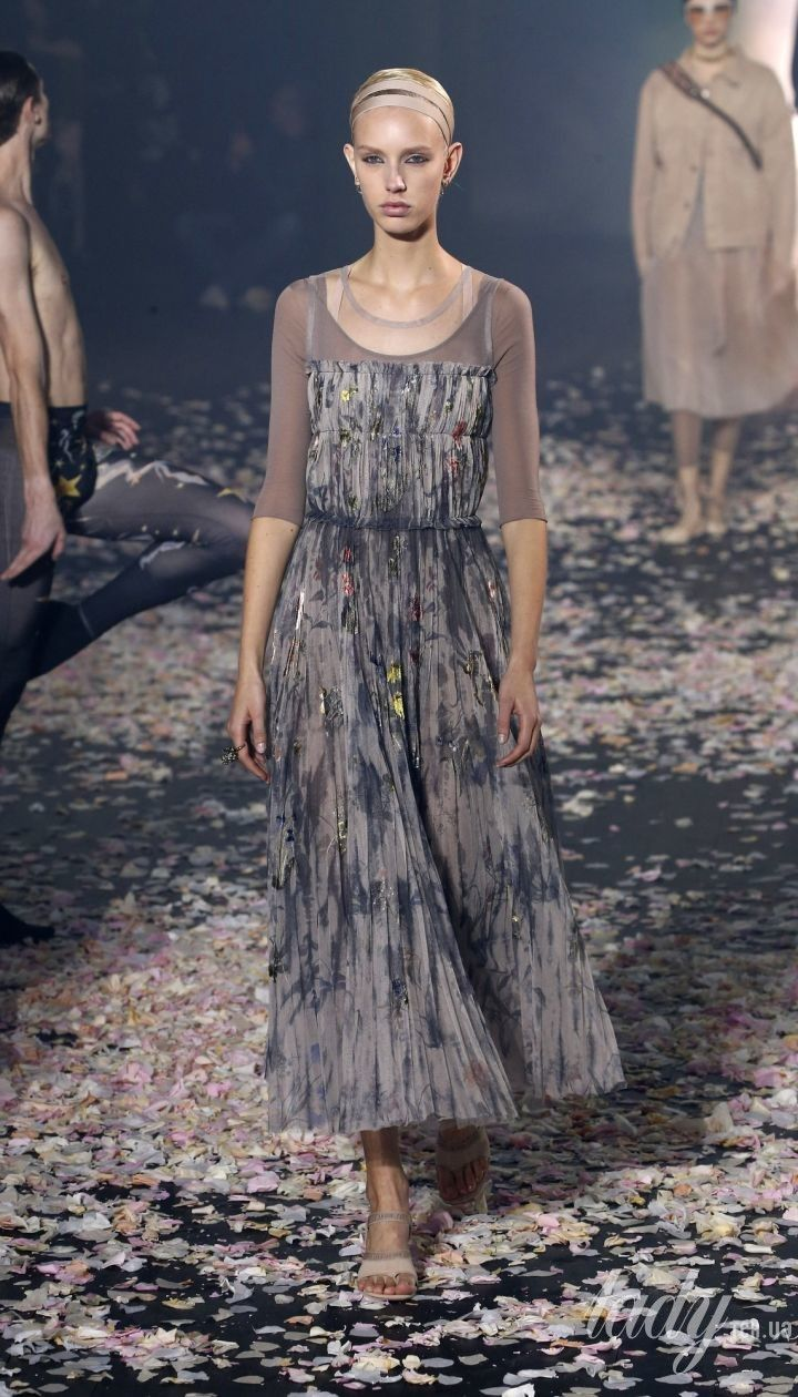 Коллекция Dior прет-а-порте сезона весна-лето 2019