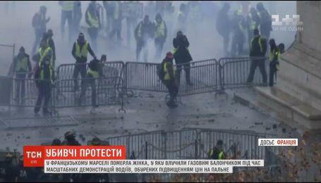 Французький уряд під тиском протестів планує призупинити підвищення податку на пальне