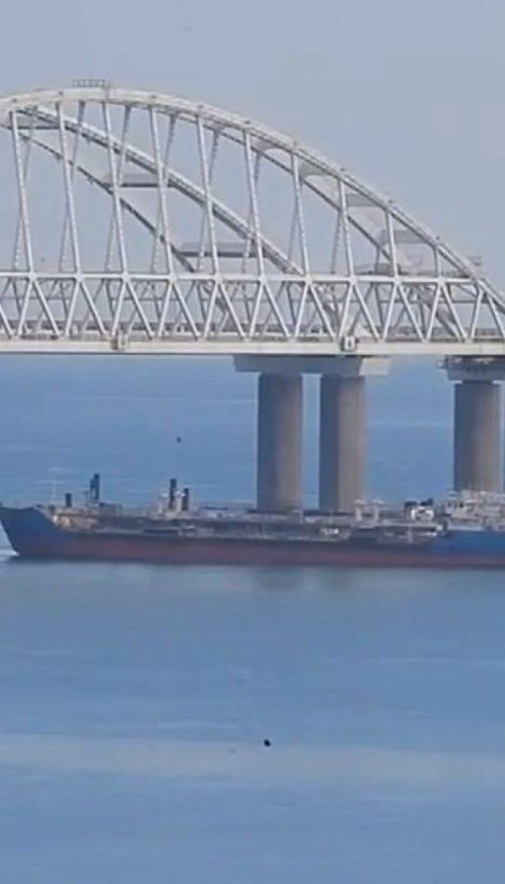 Российские силовики продолжают блокировать проход судов по Керченскому проливу
