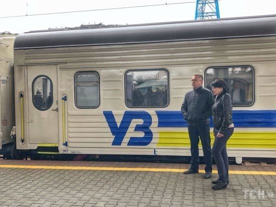 """""""Укрзалізниця"""" призначила до Лисичанська новий поїзд з капітальним ремонтом"""