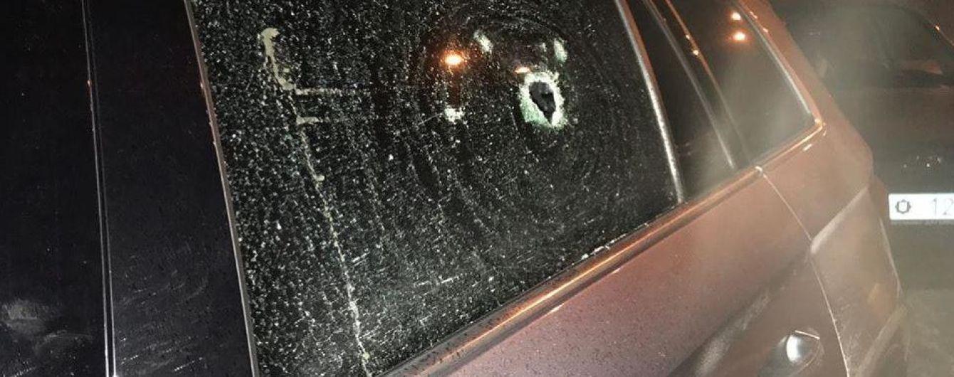 На Київщині обстріляли автівку мера