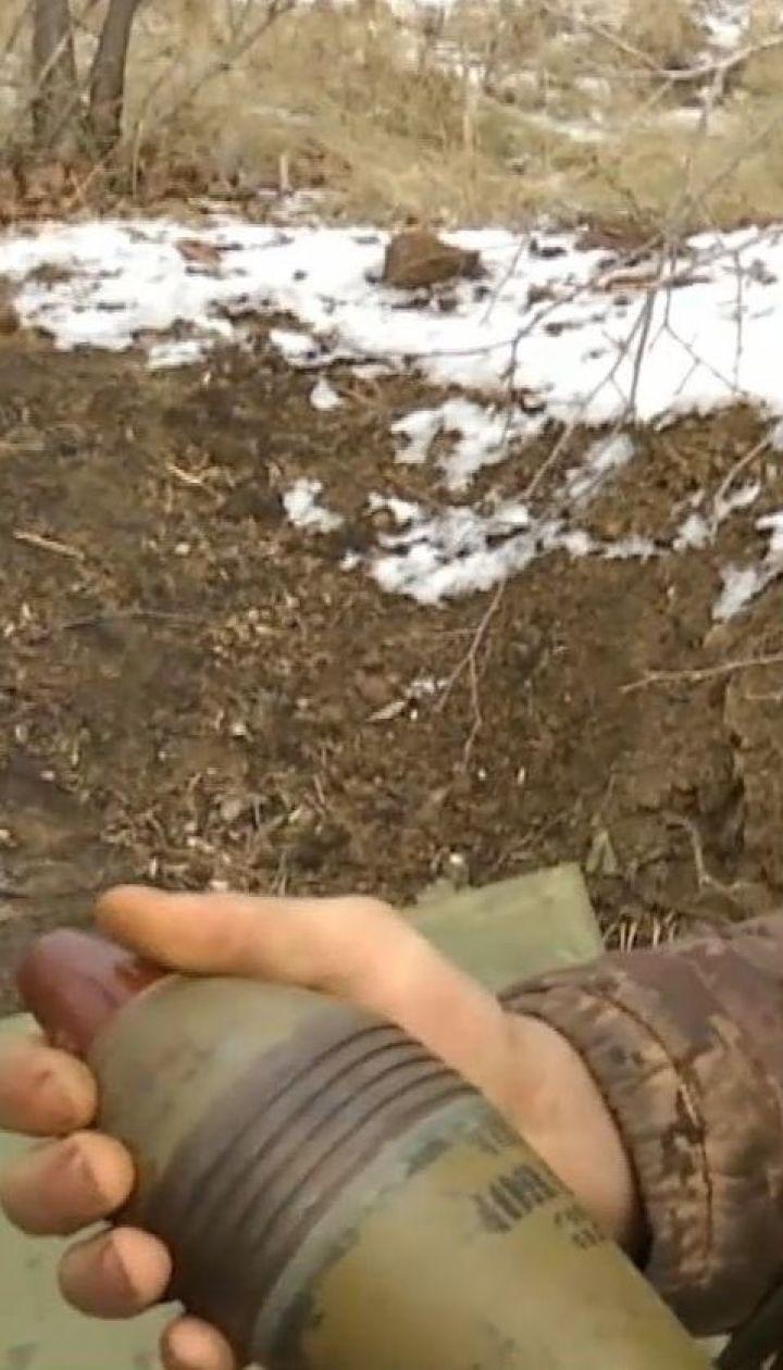 В районе Светлодарской дуги боевики вели обстрелы из запрещенного оружия