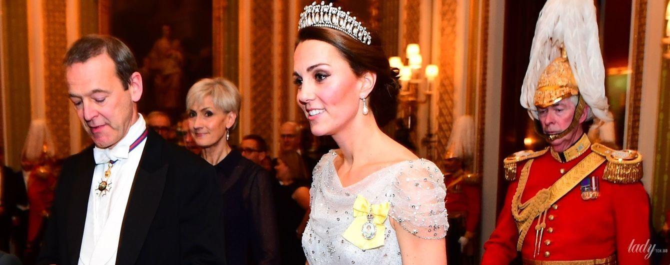 В вечернем платье и любимой тиаре: герцогиня Кембриджская на приеме в Букингемском дворце