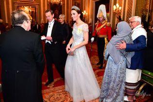 У вечірній сукні та улюбленій тіарі: герцогиня Кембриджська на прийомі у Букінгемському палаці