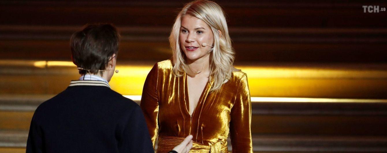 Ведущего церемонии обвинили в домогательствах к обладательнице Золотого мяча