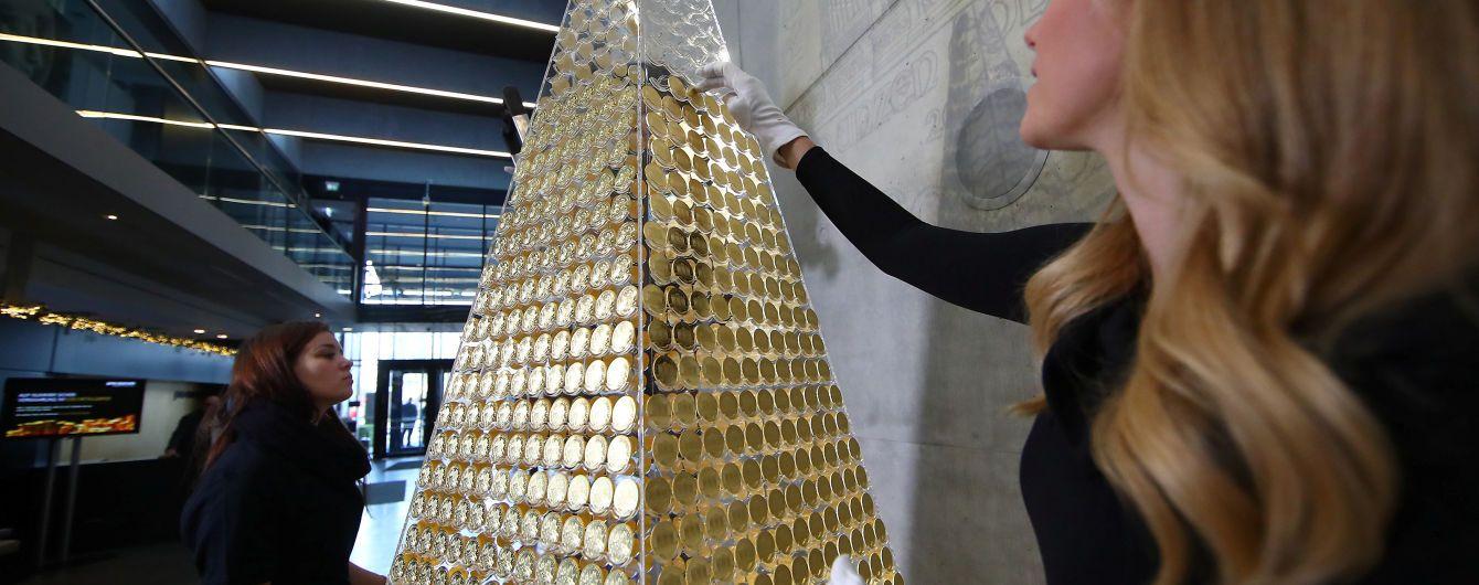 Зі стільціві золотих монет: незвичайні ялинки змайстрували у Мексиці та Німеччині