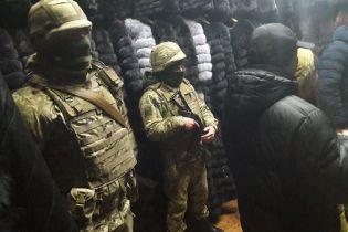 В Харькове на рынке Барабашова во время обысков изъяли 300 меховых шуб