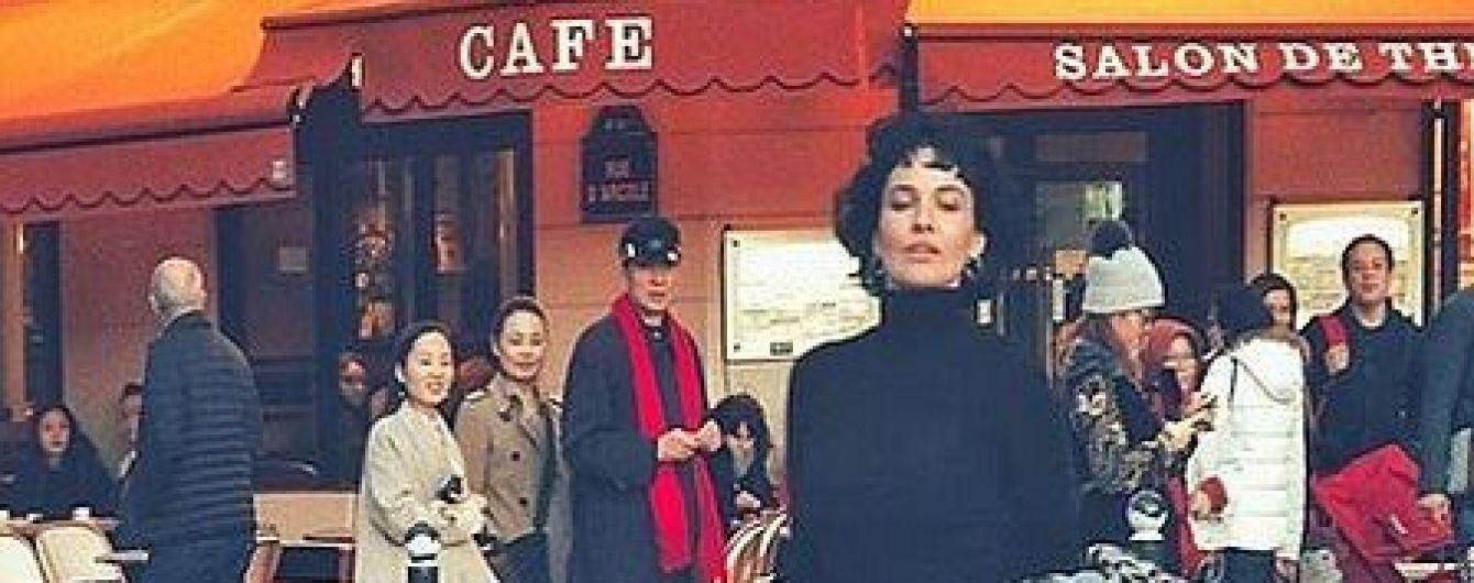 Раскованная Даша Астафьева в нижнем белье позировала на фоне Эйфелевой башни в Париже