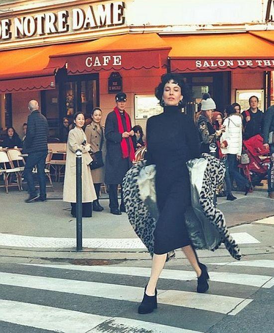 Розкута Даша Астаф'єва у білизні позувала на фоні Ейфелевої вежі у Парижі