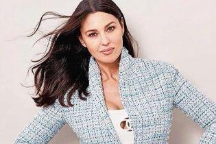 У білому боді від Chanel: розкішна Моніка Беллуччі позувала для глянцю