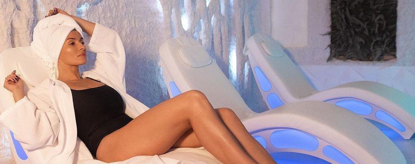 В черном купальнике: Надя Мейхер показала, как наслаждается отдыхом