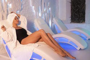 У чорному купальнику: Надя Мейхер показала, як насолоджується відпочинком