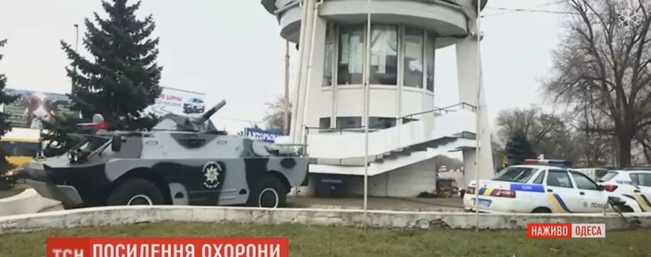 Автоматчики и бронетехника: Одессу взяли в кольцо блокпостов