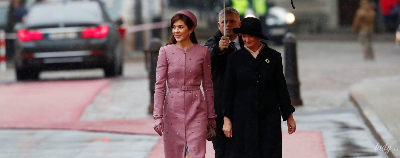 Затьмарила першу леді Латвії: кронпринцеса Мері прилетіла до Риги