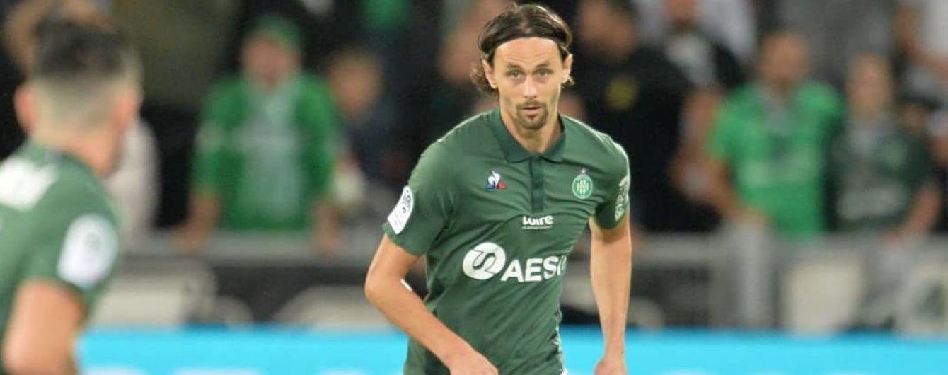 Жахлива травма у чемпіонаті Франції: сербський футболіст отримав коліном у скроню від воротаря