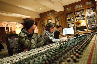 """Группа """"Бумбокс"""" показала первые кадры сериала о записи альбома во Франции. Эксклюзив ТСН"""