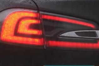 Стало відомо, чи загрожує водієві штраф за червоні поворотники