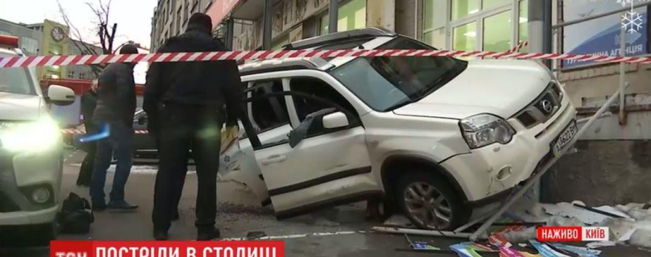 У Києві на парковці розстріляли позашляховик