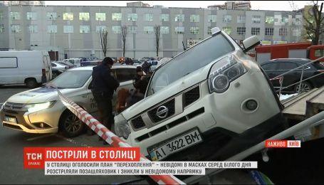 В Киеве неизвестные в масках расстреляли внедорожник