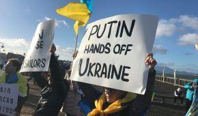 """""""Путін, геть руки від України"""". У США влаштували антиросійську акцію з вимогою звільнити моряків"""