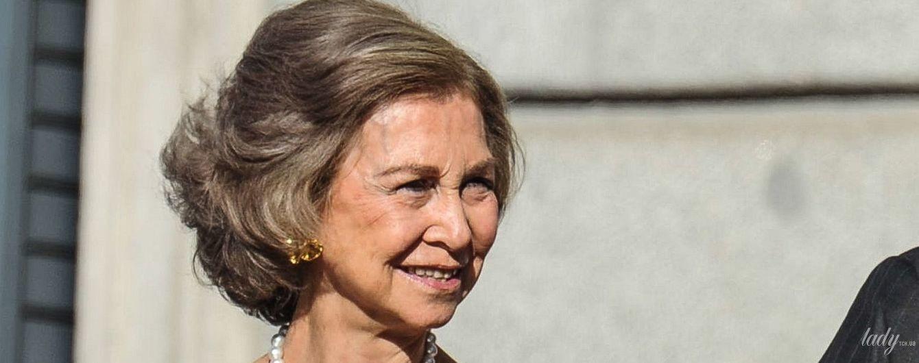В оксамитовій сукні та і з перлами на шиї: 80-річна королева Софія вразила новим образом