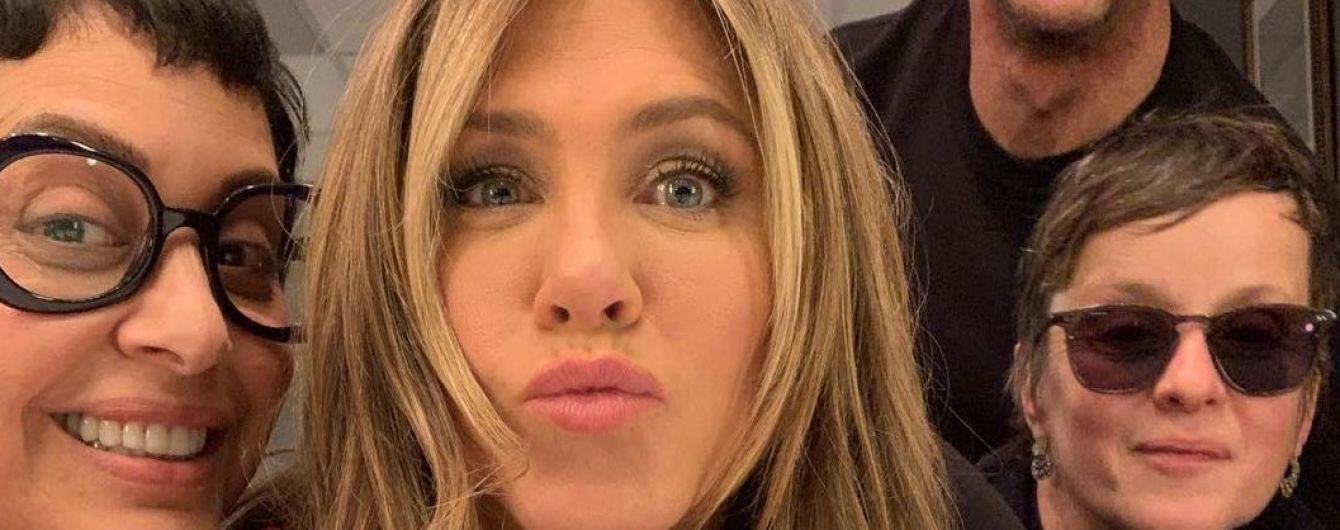 Губи бантиком: стиліст Дженніфер Еністон поділився кумедним селфі з актрисою