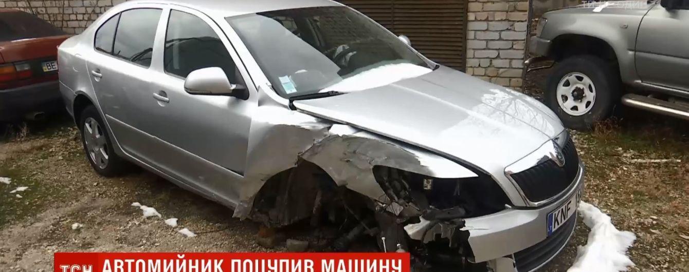 У Миколаєві автомийник напився і на машині клієнта в'їхав в електроопору