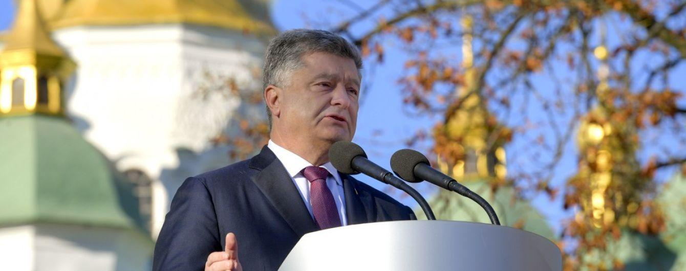 В Почаевской лавре заявили, что Порошенко был церковнослужителем УПЦ МП