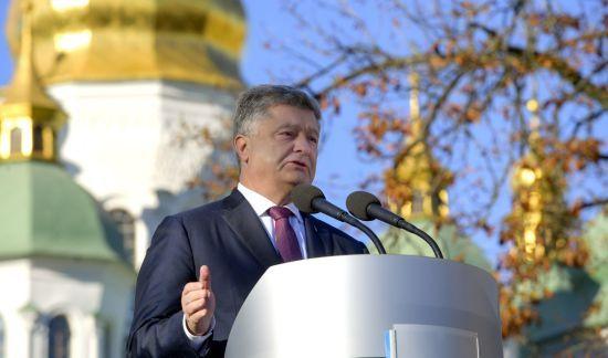 У Почаївській лаврі заявили, що Порошенко був церковнослужителем УПЦ МП