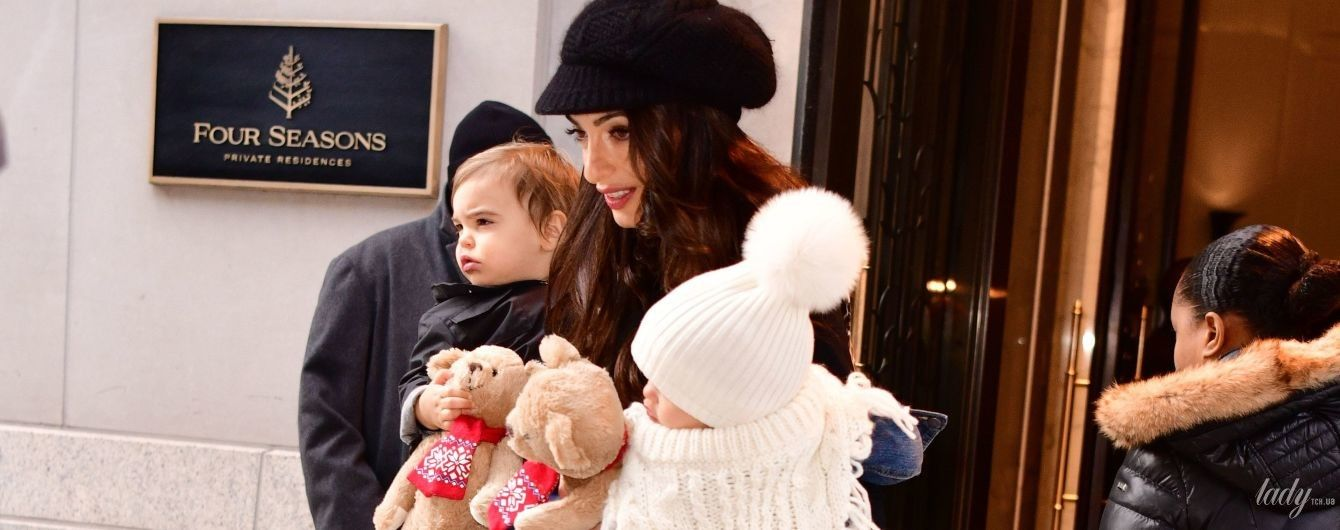 Як їй це вдається: струнка і стильна Амаль Клуні з дітьми в Нью-Йорку