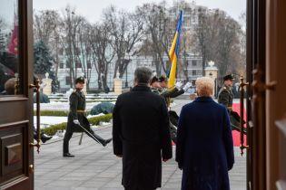 Порошенко и Грибаускайте совместно призвали международное сообщество усилить санкции против РФ
