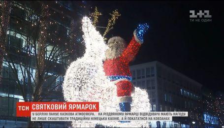 Тысячи гирлянд и реки глинтвейна: в Германии открылись рождественские ярмарки