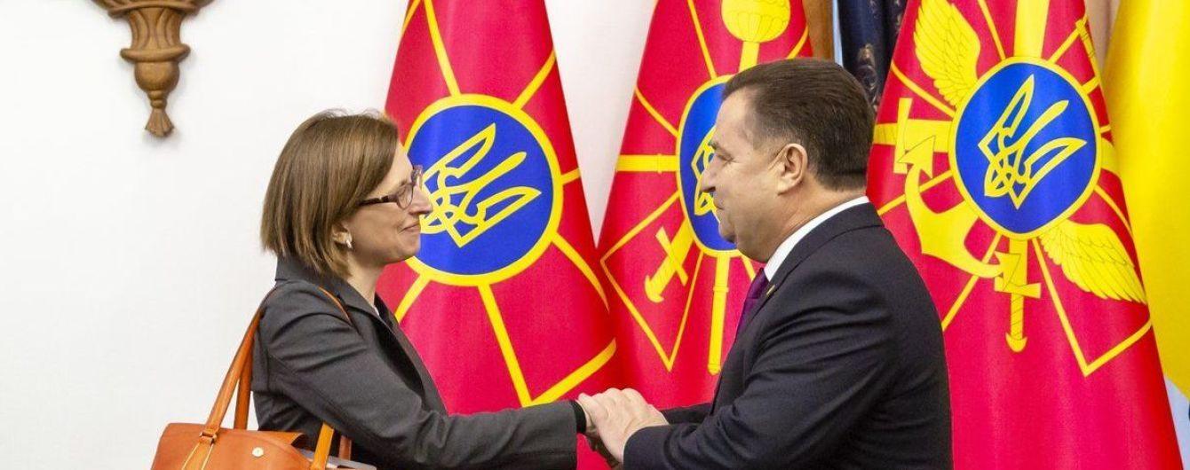 Полторак обговорив із заступницею міністра оборони США допомогу Україні в галузі безпеки