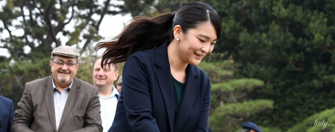 У скромній сукні і з качкою в руках: японська принцеса Мако у заповіднику