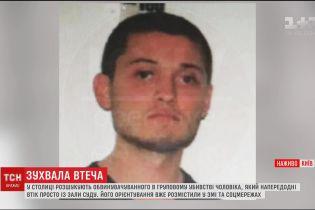 Мужчина, который сбежал из Голосеевского суда, едет в прокуратуру – отец подозреваемого