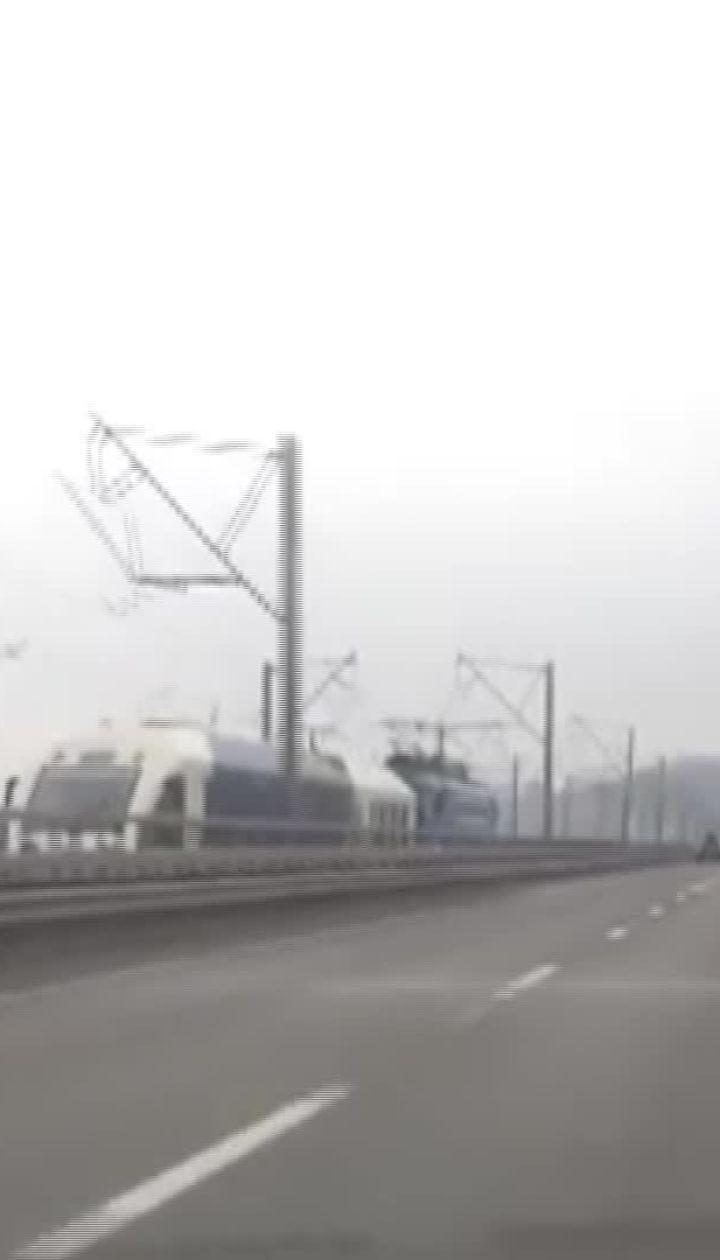 Экспресс Киев-Борисполь движется на прицепе