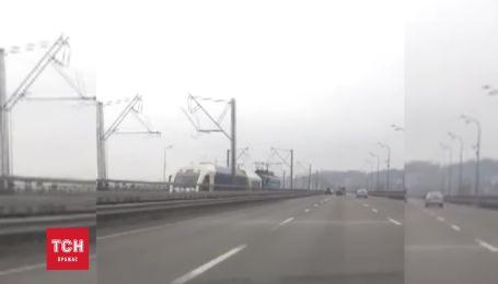 Експрес Київ-Бориспіль рухається на причепі